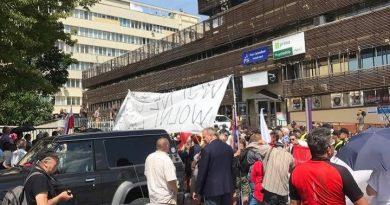 Demonstracja przed siedzibą PiS