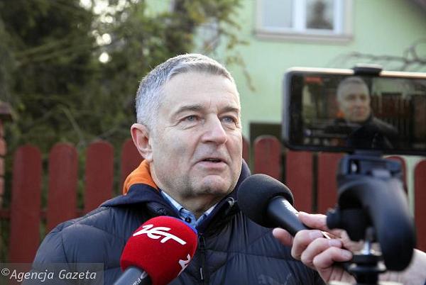 Władysław Frasyniuk został zabrany zdomu przezpolicję o6 rano, wyprowadzono go wkajdankach
