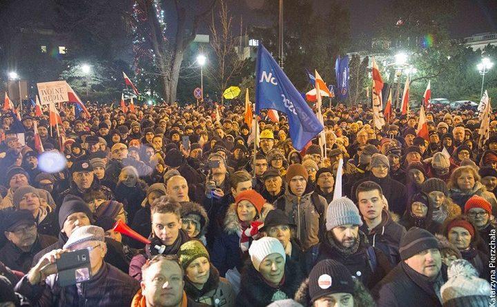Protest pod Sejmem 16.12.2016