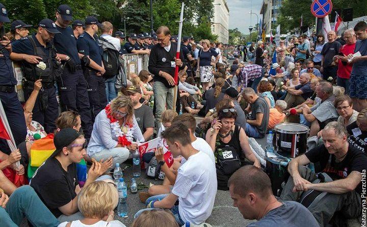 Protest pod Sejmem, lipiec 2017