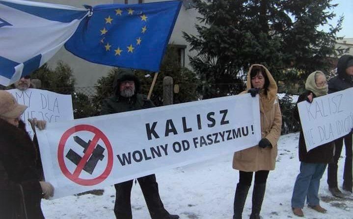 Pikieta Obywateli RP oraz KOD przed spotkaniem z Jackiem Międlarem w Kaliszu
