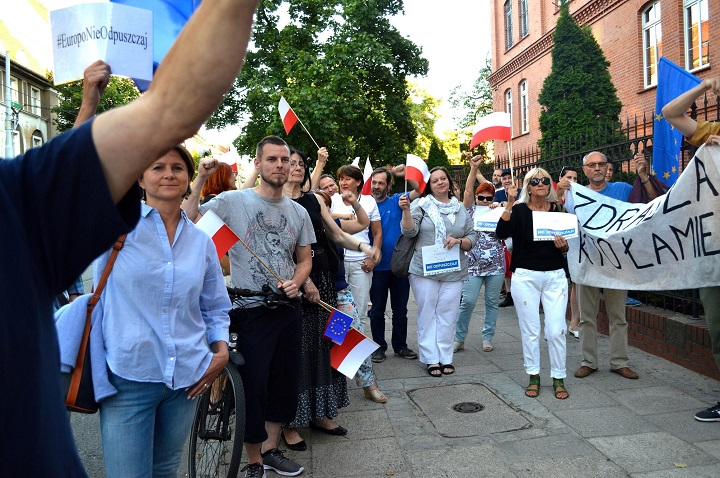 Demonstracja wobronie Sądu Najwyższego wGorzowie Wlkp., 3.07.2018