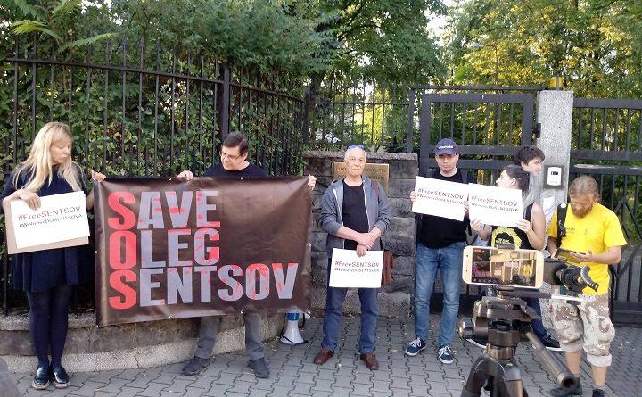 Pikieta w obronie Sencowa przed Konsulatem Federacji Rosyjskiej