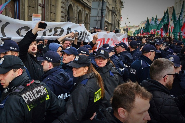 Policja spycha Obywateli RP itoruje drogę dla marszu ONR, Warszawa 29 kwietnia 2017